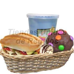 Lafrutita.com - Desayuno Gourmet 2 - Codigo:DJK02 - Detalles: Cesta de mimbre incluye, jugo de fruta, moffin de chocolate adornado con grageas multicolores, bomb�n, s�ndwich especial de queso, lechuga y tomate. El regalo incluye servilleta, cubiertos y tarjeta de dedicatoria. - - Para mayores informes llamenos al Telf: 225-5120 o 476-0753.