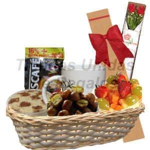 Lafrutita.com - Desayuno Gourmet 3 - Codigo:DJK03 - Detalles: Cesta de mimbre conteniendo, postre tres leches, porci�n de aceitunas, ensalada de frutas, taza cer�mica, caf�, az�car, caja ecol�gica con 2 rosas importadas de 66cm de largo, el regalo incluye tarjeta de dedicatoria, servilleta y cubiertos - - Para mayores informes llamenos al Telf: 225-5120 o 476-0753.