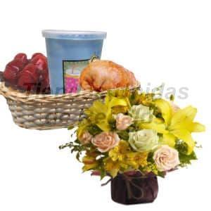 Lafrutita.com - Desayuno Gourmet + Arreglo - Codigo:DJK05 - Detalles: Desayuno en cesta de mimbre incluyendo jugo de frutas, postre tartaleta de fresa, riqu�sima empanada de pollo, el regalo incluye cubiertos, servilleta y tarjeta de dedicatoria. Acompa�ado por un lindo arreglito floral de 20 cm. de altura en base cer�mica, compuesto por astromelias, plantas y flores de estaci�n, el cliente puede elegir agregar rosas al arreglo pero previa coordinaci�n de un pago adicional. - - Para mayores informes llamenos al Telf: 225-5120 o 476-0753.