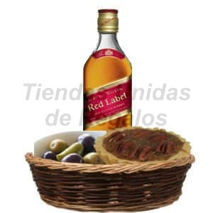 Lafrutita.com - Cesta Gourmet 07 - Codigo:DJK07 - Detalles: Elegante whisky Jhonny Walker etiqueta roja de 750cc. El regalo viene acompa�ado de aceitunas verdes y un delicioso postre gourmet, todo finamente adornado e una cesta de mimbre. - - Para mayores informes llamenos al Telf: 225-5120 o 476-0753.