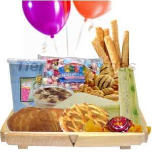 Desayuno Ni�os 08 - Codigo:DNN08 - Detalles: Desayuno compuesto por: bandeja pino con patitas, jugo de frutas, 3 palitos de queso,3 palitos de ajonjol�, mashmellow, panecillos, bomb�n, postre de chocolate, tartaleta de frutas, s�ndwich mixto en Pan Bimbo Especial, triple de pollo con durazno, s�ndwich de huevo, jam�n y queso, globos multicolores, tarjeta de dedicatoria.   - - Para mayores informes llamenos al Telf: 225-5120 o 4760-753.