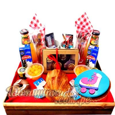 I-quiero.com - Desayuno Soy Luna - Codigo:DNN21 - Detalles: Caja de regalo conteniendo, deliciosa cajita de zumo de frutas, cajita de leche chocolatada, ensalada de frutas, delicioso sandwich mixto, postre de tres leches, cupcake de vainilla con decoracion 100% comestible de soy luna, incluye cubiertos e individual decorativo. - - Para mayores informes llamenos al Telf: 225-5120 o 476-0753.