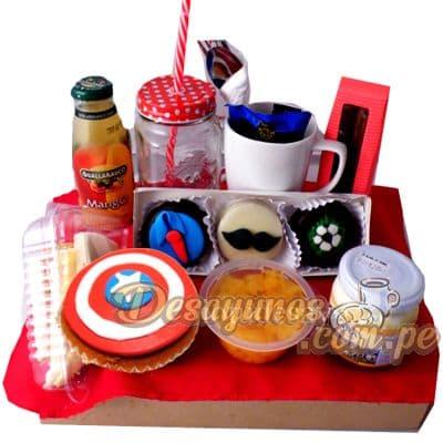 I-quiero.com - Desayuno Avengers - Codigo:END14 - Detalles: Caja de regalo conteniendo, deliciosa cajita de zumo de frutas, cajita de leche chocolatada, ensalada de frutas, delicioso sandwich empanada de carne, postre de tres leches, cupcake de vainilla con decoracion 100% comestible del capitan america, incluye 3 alfjores decorativos para ni�os. incluye cubiertos e individual decorativo. - - Para mayores informes llamenos al Telf: 225-5120 o 476-0753.