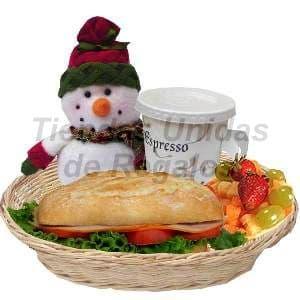 Desayuno navideño 01 - Codigo:DNV01 - Detalles: Cesta de mimbre, Lomito ahumado en croisant, cafe espresso, ensalada de frutas , juego de cubiertos acrilico, individual decorativo y un lindo peluchito navideño - - Para mayores informes llamenos al Telf: 225-5120 o 4760-753.