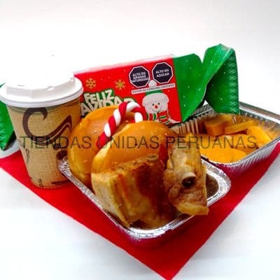 Desayuno navideño 02 - Codigo:DNV02 - Detalles: azafate de pino con patitas, jugo de frutas, sandwich capresse, jarro termico ,cafe en sobre, 6 panecillos, postre de chocolate, pie de manzana, 3 palitos de queso, 3 palitos de ajonjoli juego de cubiertos acrilicos y un lindo globo navideño de 20cm de diámetro. - - Para mayores informes llamenos al Telf: 225-5120 o 4760-753.