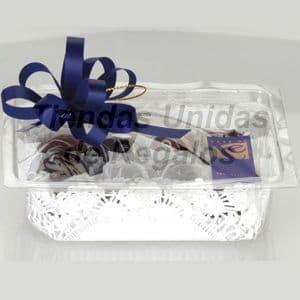 Pack Gourmet 1 - Codigo:DPC01 - Detalles: Docena a de bombones en cajita de regalo, finamente adornados con papel de regalo y cinta de agua. - - Para mayores informes llamenos al Telf: 225-5120 o 4760-753.