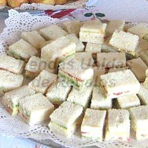Bocaditos Gourmet Triples x 60 - Codigo:DPC06 - Detalles: Deliciosos 60 mini triples, 20 de palta con tomate, 20 de huevo con jamón, 20 pollo con durazno, el regalo viene finamente presentado en una Bandeja de Cartón ecológico e incluye tarjeta de dedicatoria. - - Para mayores informes llamenos al Telf: 225-5120 o 4760-753.