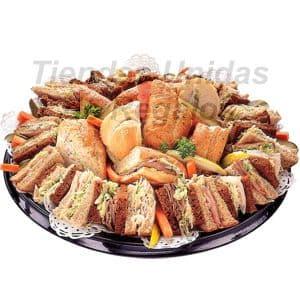 Gourmet Organico Especial - Codigo:DPC07 - Detalles: 34 deliciosos mini s�ndwich a base de exclusivo pan de centeno, tomate org�nico, queso fresco y exquisita albaca. El regalo viene presentado en una fuente y sellado para conservar su frescura.   - - Para mayores informes llamenos al Telf: 225-5120 o 4760-753.