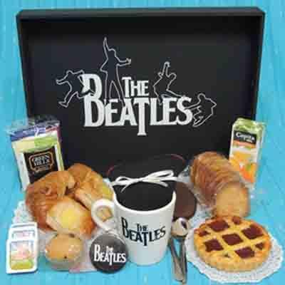 I-quiero.com - Desayuno especial 18 - Codigo:DSP18 - Detalles: Desayuno the beatles, incluye taza personalizada, infusines, caf�, 2 azucar, 1 tartaleta, 1 sandwich de lomito, 4 alfajorcitos, 1 frugos en caja, 3 panecillos, porcion de mantequilla, 1 porcion de mermelada, 1 muffin decorado con masa elastica, 2 bonobon, cubiertos, todo en una caja de regalo - - Para mayores informes llamenos al Telf: 225-5120 o 476-0753.