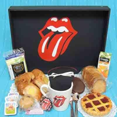 Tortas.com.pe - Desayuno especial 19 - Codigo:DSP19 - Detalles: Desayuno kiss,  incluye taza personalizada, infusines, caf�, 2 azucar, 1 tartaleta, 1 sandwichmixto, 4 alfajorcitos, 1 frugos en caja, 3 panecillos, porcion de mantequilla, 1 porcion de mermelada, 1 muffin decorado con masa elastica, 2 bonobon, cubiertos, todo en una caja de regalo - - Para mayores informes llamenos al Telf: 225-5120 o 476-0753.