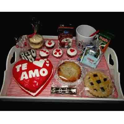I-quiero.com - Desayuno especial 22 - Codigo:DSP22 - Detalles: Desayuno te amo compuesto por 1 taza personalizada, caf�, infusiones, 2 azucar, 1 caja de chocolata, 1 caja de frugos, 4 alfajores con masa elastica, 3 panecillos, 4 galletas, 1 tartaleta, 1 sandwich mixto, 1 muffin decorado con masa elastica, 1 keke De Vainilla de 15 x 15 modelado en forma de corazon segun image, cubiertos, todo en una linda bandeja. - - Para mayores informes llamenos al Telf: 225-5120 o 476-0753.