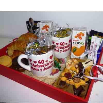 I-quiero.com - Desayuno especial 28 - Codigo:DSP28 - Detalles: Desayuno aniversario que incluyen 2 tazas personalizadas, con infusiones y caf�, 2 cajas de frugos, 1 sandwich mixto, 1 sandwich de lomito, bolsita de dulces variados 4 sachet de azucar, 4 alfajores, 1 tartaleta de frutas, 1 postre de 3 leches, todo en una bandeja. - - Para mayores informes llamenos al Telf: 225-5120 o 476-0753.