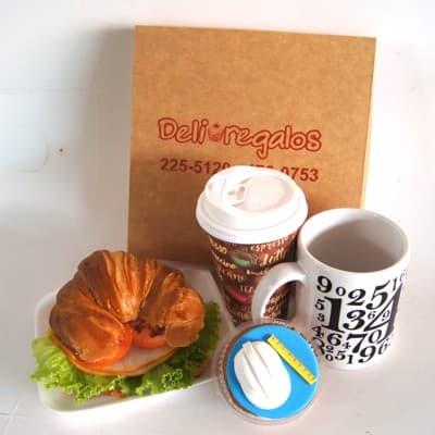 I-quiero.com - Desayuno Ingeniero - Codigo:DSP31 - Detalles: Caja de regalo conteniendo: exquito sandwich de lomito ahumado, cafe en escencia, taza de cercamica, cupcake de vainilla decorado 100% con casco y regla de ingeniero - - Para mayores informes llamenos al Telf: 225-5120 o 476-0753.