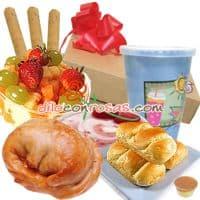 I-quiero.com - Desayuno Sorpresa 5 - Codigo:DSV05 - Detalles: Exquisito Desayuno compuesto por:   Empanada de Pollo, 3 Panecillos gourmet, ensalada de frutas, porci�n de yogurt, jugo de frutas, 3 palitos de ajonjol� y queso, mermelada de fresa o pi�a,  Juego de cubiertos acr�licos Individual Decorativo Servilleta Todo el desayuno viene en una original caja de regalo con mo�o de cinta de agua.  - - Para mayores informes llamenos al Telf: 225-5120 o 476-0753.
