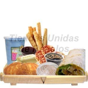 Desayuno Vegetariano 4 - Codigo:DVV04 - Detalles: Bandeja de madera con patitas conteniendo, jugo de frutas, mermelada de fresa, mantequilla, palitos de ajonjol�, galletas choco chip, pan Pan Bimbo Especial, Tartaleta de lim�n, postre brownie, enrollado especial a base de champi�ones, queso y verduras. El regalo incluye cubiertos, servilleta y tarjeta de dedicatoria.  - - Para mayores informes llamenos al Telf: 225-5120 o 4760-753.