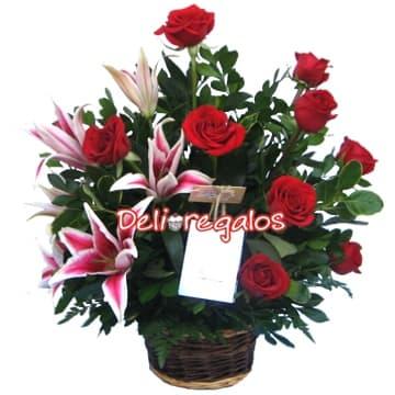 Arreglo 05 - Codigo:ARL05 - Detalles: Elegante arreglo Floral compuesto por 9 Rosas Rojas importadas acompa�adas de 4 Liliums perfumados, follaje de estaci�n y Cesta de mimbre.  - - Para mayores informes llamenos al Telf: 225-5120 o 4760-753.