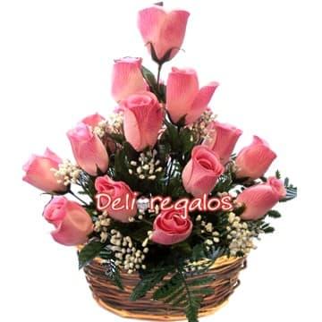 Deliregalos.com - Delicado Sentimiento - Codigo:ARL13 - Detalles: Arreglo Floral en base de mimbre compuesto por 14 rosas en tonos rosados, flores y follaje de estaci�n.  - - Para mayores informes llamenos al Telf: 225-5120 o 476-0753.