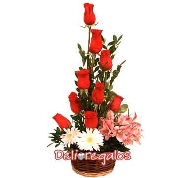 Presente de Rosas - Codigo:ARL22 - Detalles: 9 rosas rojas, flores y follaje de estaci�n, todo en una elegante cesta de mimbre. - - Para mayores informes llamenos al Telf: 225-5120 o 4760-753.
