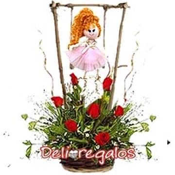 Lafrutita.com - Columpio con Mu�equita - Codigo:AGN34 - Detalles: Tierno detalle compuesto por cesta de mimbre, 7 rosas importadas, follaje de estacion y una mu�equita country en columpio.  - - Para mayores informes llamenos al Telf: 225-5120 o 476-0753.