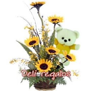 Deliregalos.com - Girasoles con Oso Tommy - Codigo:AGG36 - Detalles: Lindo arreglo floral compuesto de 6 girasoles, osito Tommy de 21cm, flores y follaje de estacion, todo en cesta de mimbre  - - Para mayores informes llamenos al Telf: 225-5120 o 476-0753.