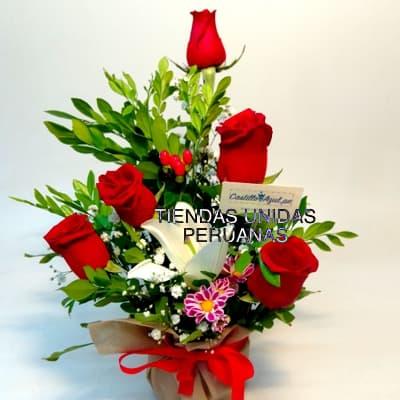 Diloconrosas.com - Detalle especial - Codigo:ARL46 - Detalles: Arreglo a base de ceramica, 5 rosas importadas,peluche  de 15cm, lilium perfumado, hojas y follaje de estacion.  - - Para mayores informes llamenos al Telf: 225-5120 o 476-0753.