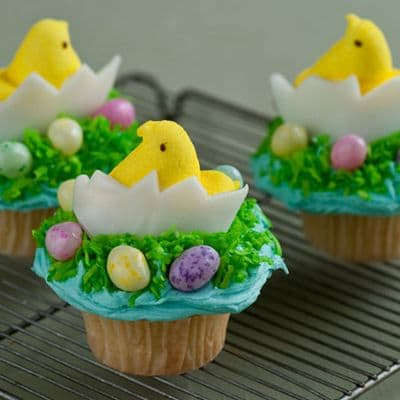 Lafrutita.com - 3 Cupcakes - Codigo:EAS03 - Detalles: Exquisitos 3 muffins de vainilla, decorados con masa el�stica seg�n imagen. El presente viene en una caja de regalo e incluye tarjeta de dedicatoria.  - - Para mayores informes llamenos al Telf: 225-5120 o 476-0753.
