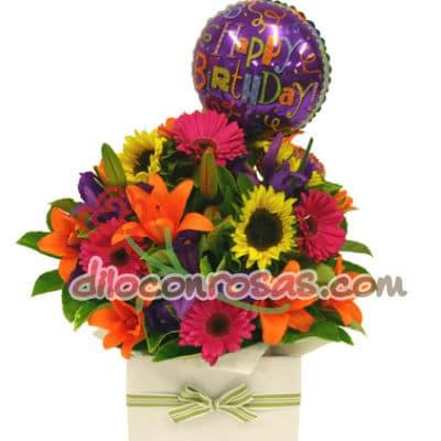 Diloconrosas.com - Arreglo Floral en base de ceramica conteniendo flores, girasoles, margaritas, flores y follaje de estacion. incluye Globo Grande 20cm de diametro. - Atendemos 24 horas. Llamar al 225-5120 o via Whatsapp: 980-660044