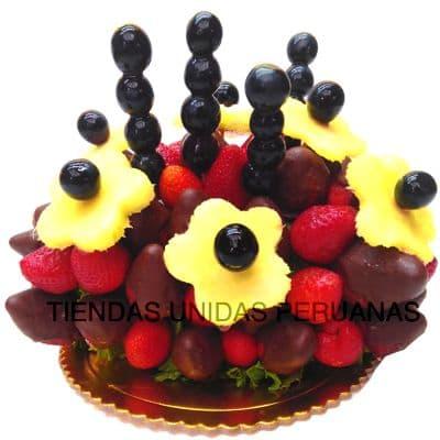 Diloconrosas.com - Frutas y Chocolate Nro 4 - Codigo:FCC04 - Detalles: Ensalada de frutas a base de pi�a, uvas, fresas, fresas con chocolate.  El presente viene en un envase de plastico especial transparente de Med. 22Cmt x 13Cmt, la disposici�n y corte es solo referencial.El regalo viene sellado herm�ticamente para garantizar su frescura y m�xima calidad. Incluye cubiertos, servilleta y tarjeta de dedicatoria. Este producto no puede ser enviado en horario especial (6-8am), tambi�n deber� ser pedido con 24 horas de anticipaci�n. - - Para mayores informes llamenos al Telf: 225-5120 o 476-0753.