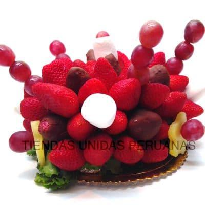 Diloconrosas.com - Frutero Nro 5 - Codigo:FCC05 - Detalles: Rodajas de manzana en chocolate bitter, pi�a, uvas, fresas, y bombones de Mashmellows.  El presente viene en un envase de plastico especial transparente de Med. 22Cmt x 13Cmt, la disposici�n y corte es solo referencial.El regalo viene sellado herm�ticamente para garantizar su frescura y m�xima calidad. Incluye cubiertos, servilleta y tarjeta de dedicatoria. Este producto no puede ser enviado en horario especial (6-8am), tambi�n deber� ser pedido con 24 horas de anticipaci�n. - - Para mayores informes llamenos al Telf: 225-5120 o 476-0753.