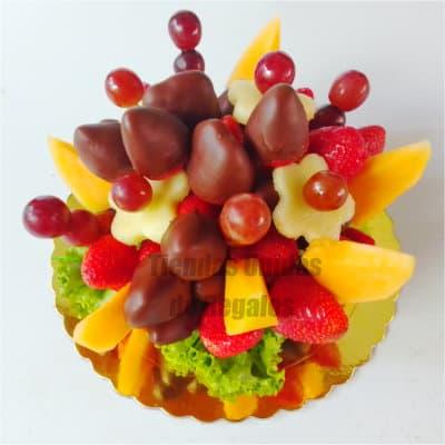 Diloconrosas.com - Frutero Nro7 - Codigo:FCC07 - Detalles: Delicia de pi�as, uvas, fresas, melocotones, mango y kiwi.  El presente viene en un envase de plastico especial transparente de Med. 22Cmt x 13Cmt, la disposici�n y corte es solo referencial.El regalo viene sellado herm�ticamente para garantizar su frescura y m�xima calidad. Incluye cubiertos, servilleta y tarjeta de dedicatoria. Este producto no puede ser enviado en horario especial (6-8am), tambi�n deber� ser pedido con 24 horas de anticipaci�n. - - Para mayores informes llamenos al Telf: 225-5120 o 476-0753.
