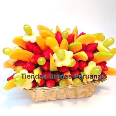 I-quiero.com - Frutero Especial 09 - Codigo:FCF09 - Detalles: Cesta de mimbre conteniendo arreglo de frutas frescas segun imagen. Incluye Fresas, Pi�a, Uva y Frutas de estacion. El presente viene forrado en elegante papel celofan.  - - Para mayores informes llamenos al Telf: 225-5120 o 476-0753.