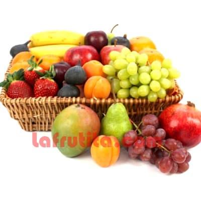 Lafrutita.com - Frutero Especial 04 - Codigo:FGR04 - Detalles: Cesta Grande conteniendo, 5 pl�ntanos, 4 manzanas, 1 pi�a, 2 racimos de uva, 2 peras, 2 kiwis, 2 mangos, Incluye Fresas, 2 naranjas. El presente viene sellado al vacio para garantizar su frescura. La foto de la cesta es referencia.   - - Para mayores informes llamenos al Telf: 225-5120 o 476-0753.