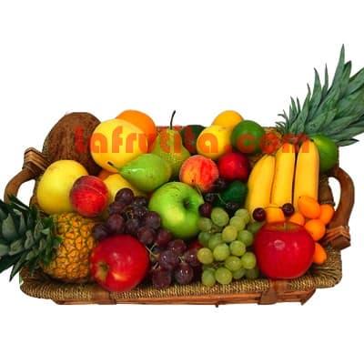 Lafrutita.com - Frutero Especial 06 - Codigo:FGR06 - Detalles: Cesta Grande conteniendo, 5 pl�ntanos, 4 manzanas, 2 pi�a, 2 racimos de uva, 2 peras, 2 kiwis, 2 mangos, 2 naranjas. El presente viene sellado al vacio para garantizar su frescura. La foto de la cesta es referencia.   - - Para mayores informes llamenos al Telf: 225-5120 o 476-0753.