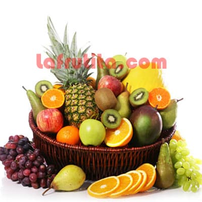 Lafrutita.com - Frutero Grande 08 - Codigo:FGR08 - Detalles: Cesta Grande conteniendo, 5 pl�ntanos, 4 manzanas, 1 pi�a, 2 racimos de uva, 2 peras, 2 kiwis, 2 mangos, 2 naranjas. El presente viene sellado al vacio para garantizar su frescura. La foto de la cesta es referencia.   - - Para mayores informes llamenos al Telf: 225-5120 o 476-0753.