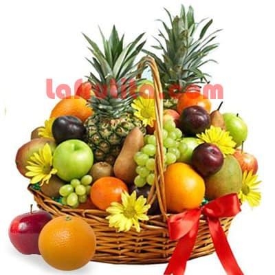 Lafrutita.com - Frutero Grande 12 - Codigo:FGR12 - Detalles: Cesta Grande conteniendo, 5 pl�ntanos, 4 manzanas, 2 pi�a, 4 racimos de uva, 4 peras, 4 kiwis, 4 mangos, 4 naranjas, 4 ciruelas, flores de estacion segun imagen. El presente viene sellado al vacio para garantizar su frescura. La foto de la cesta es referencia.   - - Para mayores informes llamenos al Telf: 225-5120 o 476-0753.