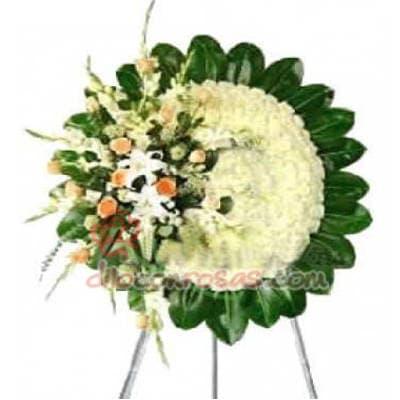 Tortas.com.pe - Corona de Flores 03 - Codigo:FNB03 - Detalles: Elegantes corona compuesta con rosas y flores de estaci�n.  - - Para mayores informes llamenos al Telf: 225-5120 o 476-0753.