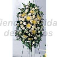 Arreglo Funebre 18 - Codigo:FNB18 - Detalles: Composicion floral compuesto por 10 rosas blancas, margaritas amarillas, margaritas blancas, claveles, hojas, plantas y follaje de estaci�n, incluye tarjeta.  - - Para mayores informes llamenos al Telf: 225-5120 o 4760-753.