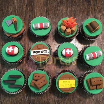Tortas.com.pe - Cupcakes Fornite 07 - Codigo:FNC07 - Detalles: Deliciosos cupcakes de vainilla, decoracion en masa elastica segun imagen. x12 unidades. El presente viene en una elegante caja de regalo color madera. Incluye tarjeta de dedicatoria. - - Para mayores informes llamenos al Telf: 225-5120 o 476-0753.