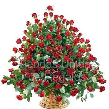 Tortas.com.pe - Gala de 100 rosas - Codigo:AGP13 - Detalles: Base de ceramica, 100 rosas importadas segun imagen. altura del arreglo de 70cm. Incluye tarjeta de dedicatoria y follaje de estaci�n. - - Para mayores informes llamenos al Telf: 225-5120 o 476-0753.