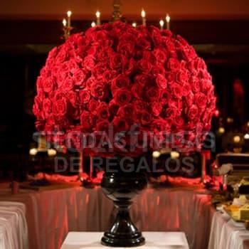 Tortas.com.pe - Centro de Eventos 300 Rosas - Codigo:AGP16 - Detalles: Espectacular arreglo floral a base de una elegante base ceramica, segun el color de su evento de 60cm de alto (solo el florero). 250 rosas importadas rojas en disposici�n segun imagen. La composici�n floral tiene una altura final de 1.8 metros - - Para mayores informes llamenos al Telf: 225-5120 o 476-0753.