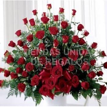 Tortas.com.pe - Dilo con 200 rosas - Codigo:AGP24 - Detalles: Base de ceramica, 200 rosas importadas segun imagen. altura del arreglo de 70cm. Incluye tarjeta de dedicatoria y follaje de estaci�n. - - Para mayores informes llamenos al Telf: 225-5120 o 476-0753.