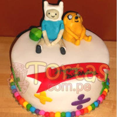 Torta Hora de Aventura 04 - Codigo:HAT04 - Detalles: Deliciosa Torta a base de keke ingles, bañado con manjar blanca y forrada con masa elástica. Primer Piso de 20cm. Incluye muñecos modelados en azucar segun imagen, bolitas de colores de la base.  - - Para mayores informes llamenos al Telf: 225-5120 o 4760-753.