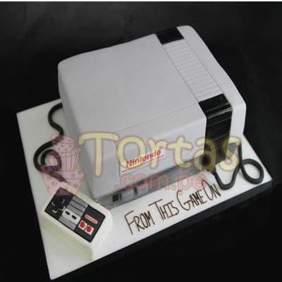 Torta Nintendo Vintage 07 - Codigo:JVD07 - Detalles: Torta hecha a base de queque ingles relleno de fruta confitada, pasas, bañado en manjar blanco, forrado y decorado en su totalidad con masa elástica. Mide  15 X15. Base forrada en masa elástica.  - - Para mayores informes llamenos al Telf: 225-5120 o 4760-753.