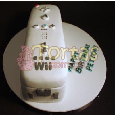 Torta Mando Wii 09 - Codigo:JVD09 - Detalles: Torta hecha a base de queque ingles relleno de fruta confitada, pasas, bañado en manjar blanco, forrado y decorado en su totalidad con masa elástica. Mide  20 X10. Base forrada en papel aluminio.  - - Para mayores informes llamenos al Telf: 225-5120 o 4760-753.