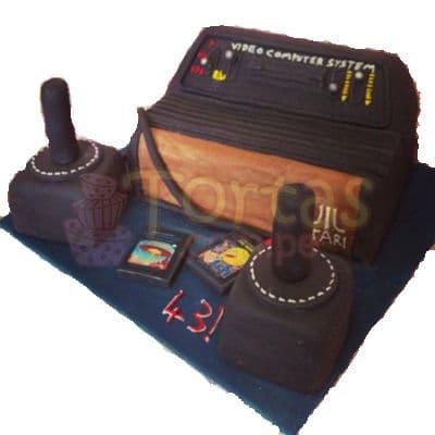 Torta Atari Vintage 15 - Codigo:JVD15 - Detalles: Torta hecha a base de queque ingles relleno de fruta confitada, pasas, bañado en manjar blanco, forrado y decorado en su totalidad con masa elástica. Mide  20 X30, mandos en queque de 10x10. Incluye toda la decoración en masa elástica. Base forrada en papel aluminio.  - - Para mayores informes llamenos al Telf: 225-5120 o 4760-753.