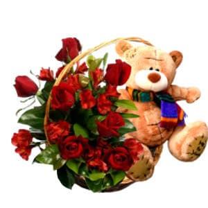 Lafrutita.com - Arreglo de Rosas 13 - Codigo:KXR13 - Detalles: Tierno arreglo compuesto por 8 rosas importadas, claveles, follaje de estaci�n, acompa�ado por un osito, en una linda base de mimbre, incluye tarjeta de dedicatoria. - - Para mayores informes llamenos al Telf: 225-5120 o 476-0753.