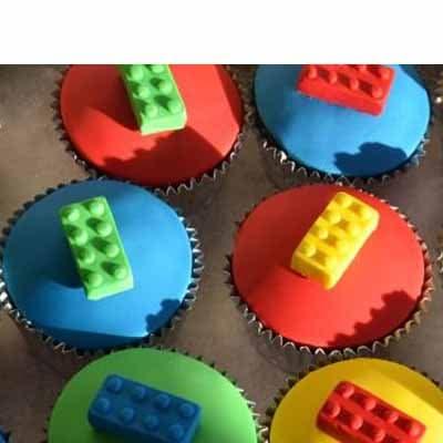 Diloconrosas.com - Muffins Lego 01 - Codigo:LGT11 - Detalles: 6 Muffins artisticos de vainilla, decorados con masa el�stica - - Para mayores informes llamenos al Telf: 225-5120 o 476-0753.