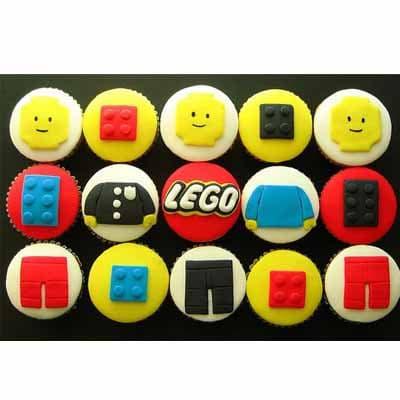 Tortas.com.pe - Muffins Lego 02 - Codigo:LGT12 - Detalles: 15 Muffins art�sticos de vainilla, decorados con masa el�stica - - Para mayores informes llamenos al Telf: 225-5120 o 476-0753.