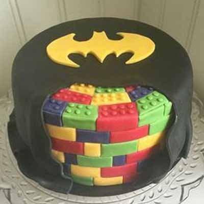 Tortas.com.pe - Torta Lego Batman 01 - Codigo:LGT13 - Detalles: keke De Vainilla   ba�ado en manjar y forrado en su totalidad con masa elastica, con las siguientes medidas: 20cm de di�metro, decoraci�n completa en masa el�stica - - Para mayores informes llamenos al Telf: 225-5120 o 476-0753.