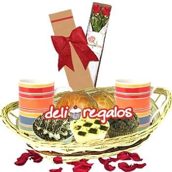 Tortas.com.pe - Dos compa�eros - Codigo:LOS04 - Detalles: Canasta de Mimbre, 2 Tazas de Ceramica, 2 Caf� Personales, 1 Empanada de Carne, 1 Empanada de Pollo,1 Copa de Suspiro, Postre tres Leches, 1 Muffin Chocolate, 4 sachets de azucar, Caja de 2 Rosas Importadas, 1 tarjeta de felicitaci�n, Juego Cubiertos - - Para mayores informes llamenos al Telf: 225-5120 o 476-0753.